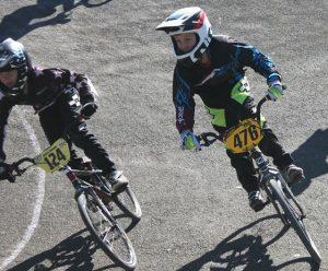 Jono & Mike racing in Gizzy